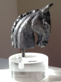 Manuela_Mollwitz_Sculpture_Horse_Head_Generale_Custer_Dark_01
